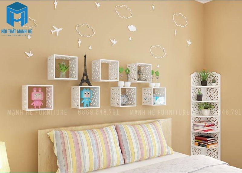 Kệ treo tường giúp không gian phòng ngủ thêm sinh động