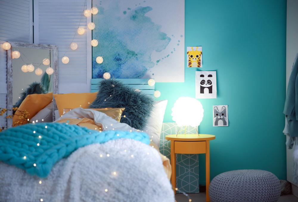 trang trí phòng ngủ bằng đèn dây