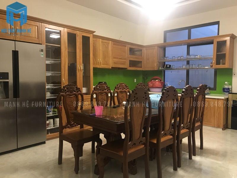 Tủ bếp được làm theo kiểu chữ L tiết kiệm không gian