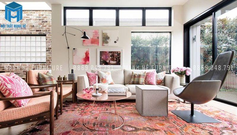 Phòng khách dành cho các chủ gia yêu thích màu hồng và nghệ thuật