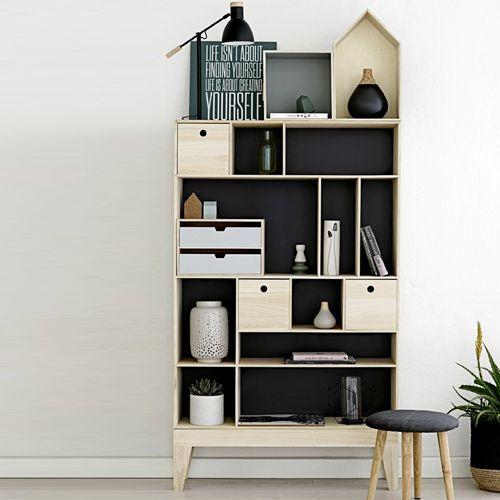 Kệ gỗ hình ngôi nhà nhiều tầng thích hợp dùng cho việc đựng sách hoặc trưng bày vật dụng cần thiết