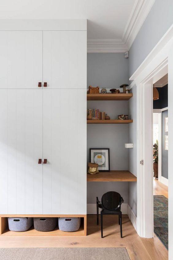 Tủ quần áo 2 cánh nhỏ gọn, tận dụng không gian tích hợp kệ trưng bày cho phòng ngủ