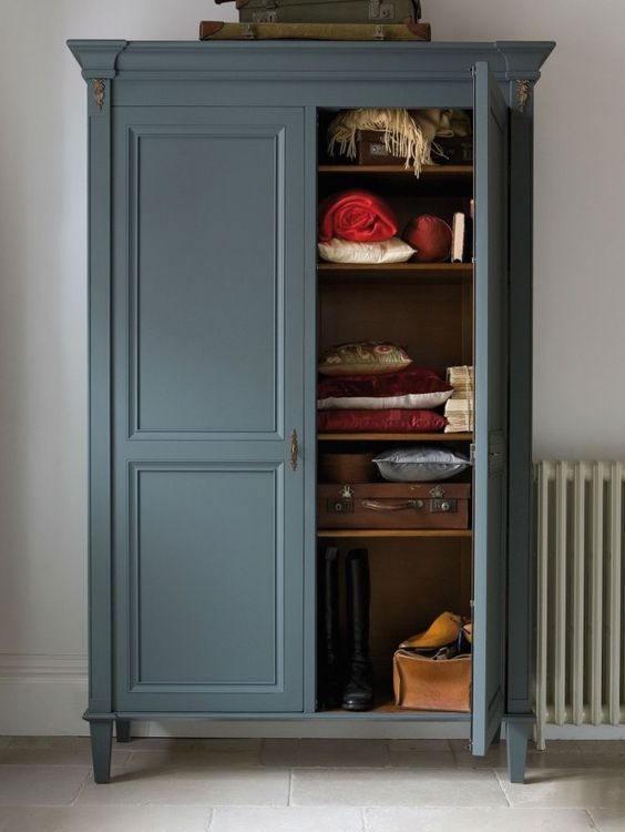Tủ quần áo gỗ tự nhiên 2 buồng nhỏ gọn. Màu sắc toát lên vẻ hoài cổ, phù hợp với chủ gia yêu thích vẻ đẹp truyền thông hoặc những người từ trung niên trở về sau