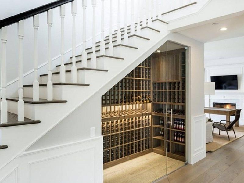 Phòng rượu mini dưới gầm cầu thang