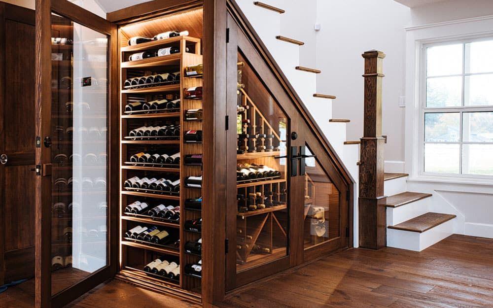 tủ rượu cầu thang phòng khách