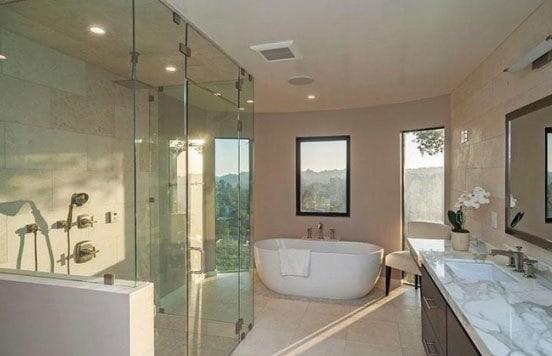 phòng tắm hiện đại với không gian mở