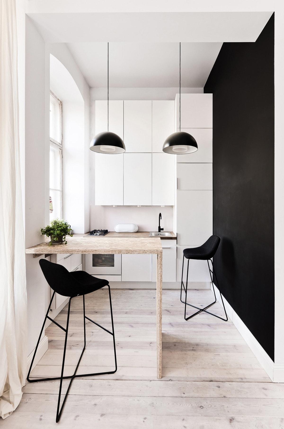 sử dụng tường đen với nội thất màu trắng
