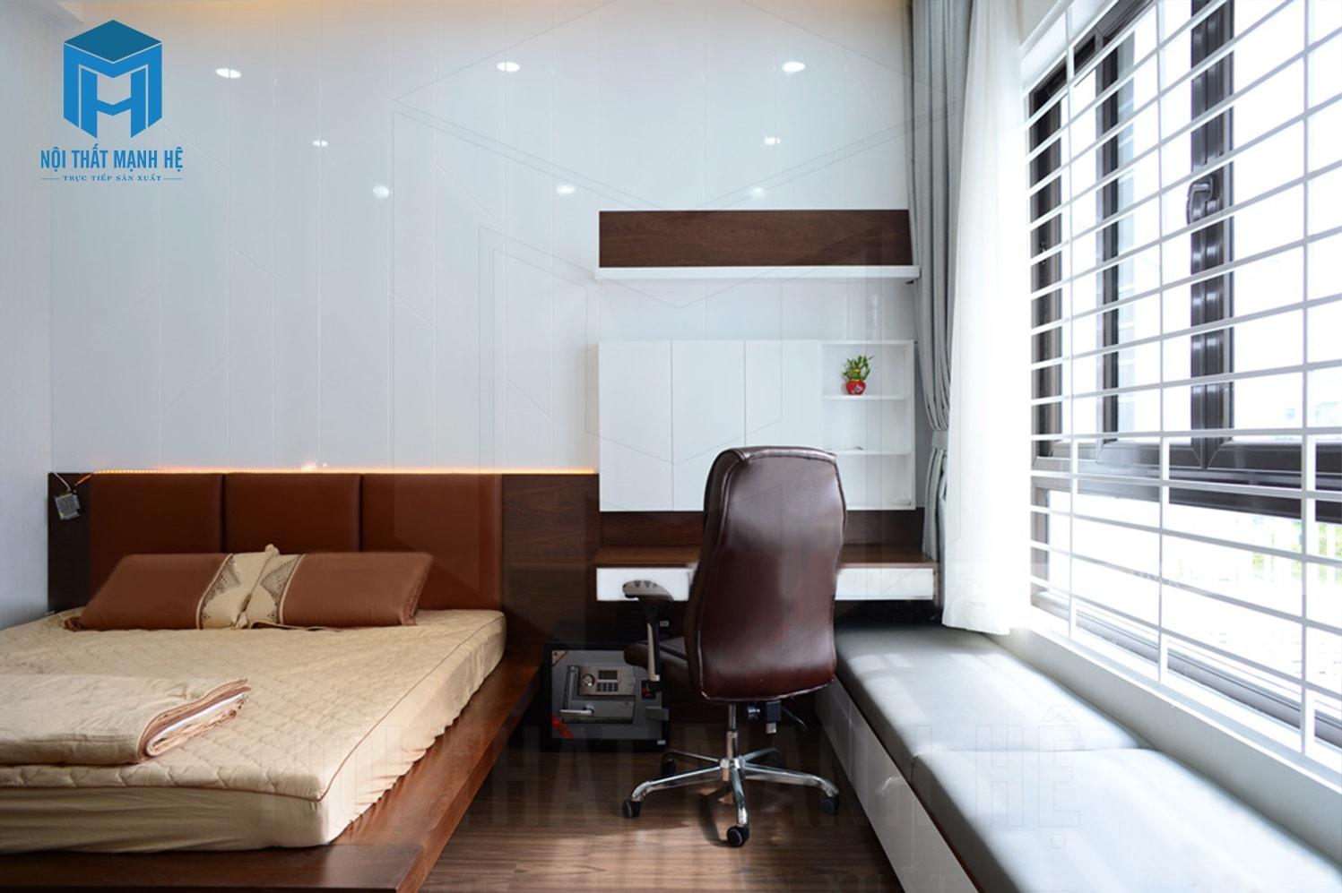Phòng ngủ được bố trí thêm rèm để điều chỉnh ánh sáng mặt trời
