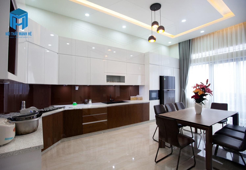 Nhà bếp được thiết kế có nhiều ánh sáng mặt trời