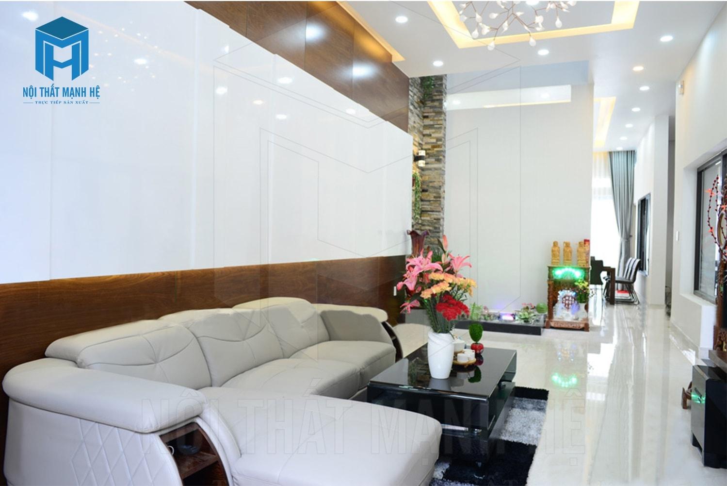 Bộ ghế sofa cùng tông màu với tường tạo nên không gian đẹp mắt