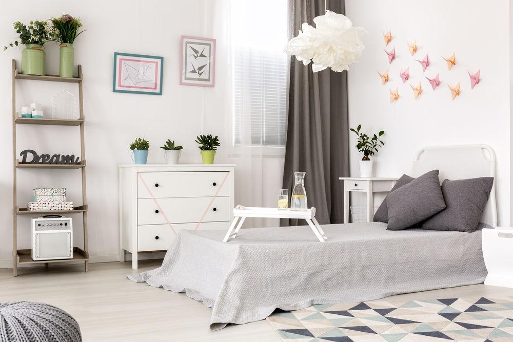 trang trí phòng ngủ bằng giấy màu